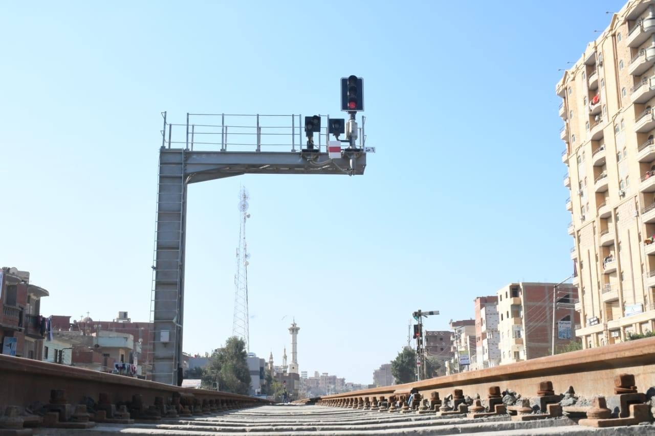 صور | وزير النقل يعلن دخول برج أبو حماد الخدمة ضمن مشروع تطوير نظم إشارات السكك الحديدية