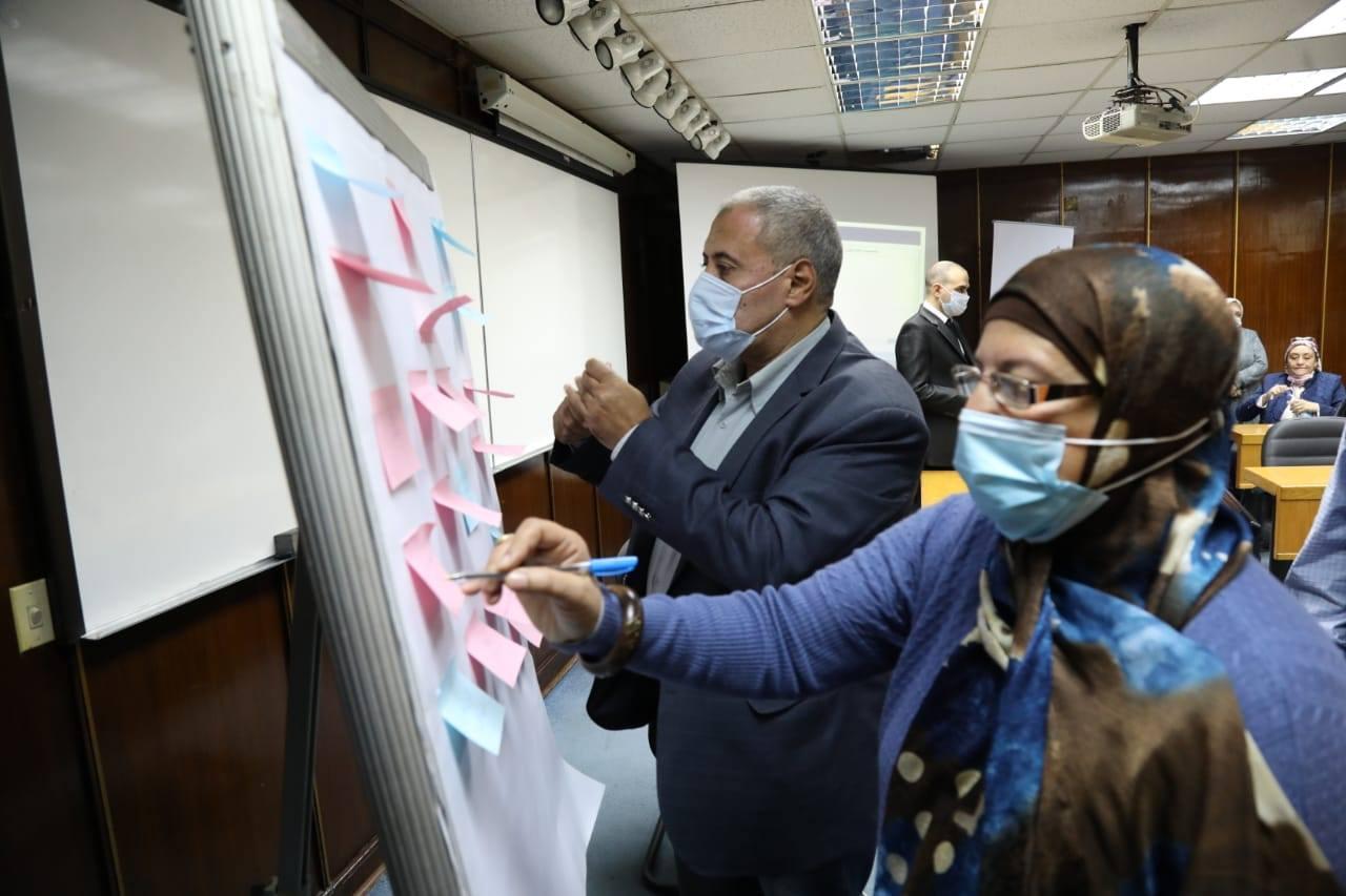 صور | رئيس الوزراء يستعرض جهود تدريب الموظفين المقرر انتقالهم للعاصمة الإدارية الجديدة