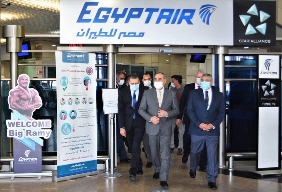 صور   وزير الطيران يتفقد مطار القاهرة ويتابع استعدادات استضافة كأس العالم لليد