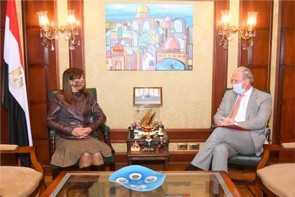 وزيرة الهجرة تبحث مع السفير الهولندي أوجه التعاون المشترك