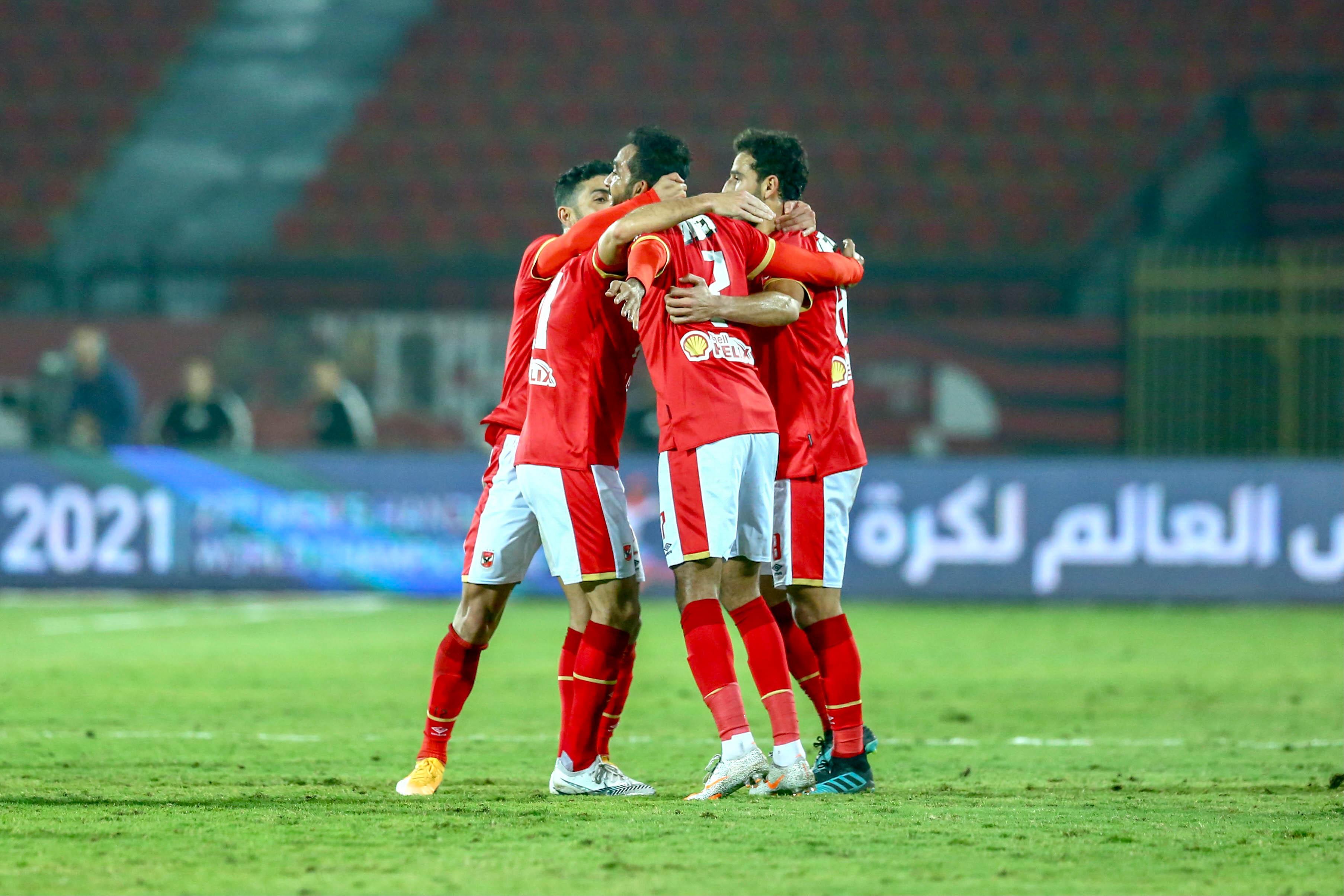 الأهلي يسعى لاستعادة قمة الدوري المصري في مواجهة المقاولون