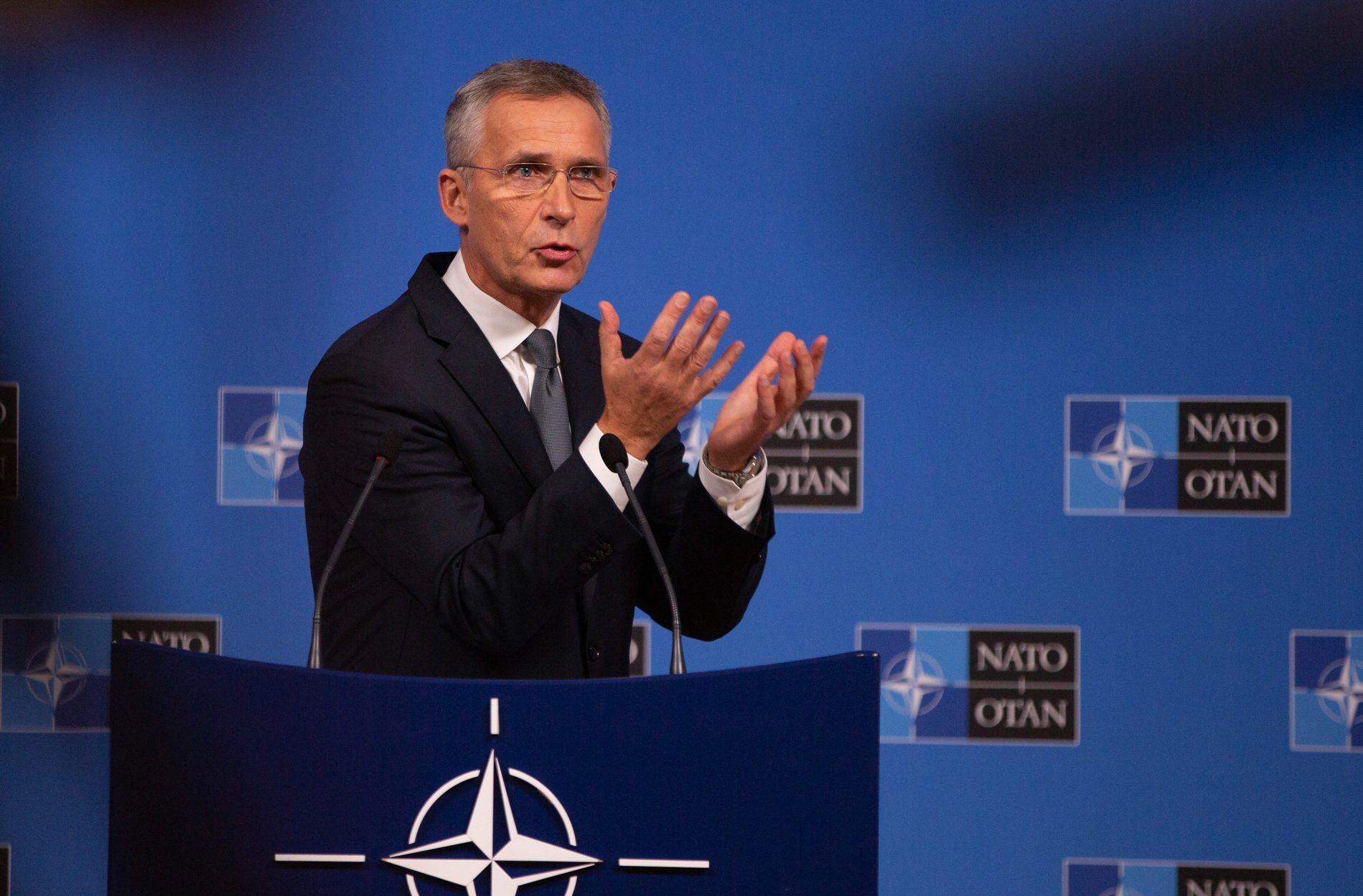 حلف الناتو يدعو طالبان إلى نبذ العنف ووقف إطلاق النار