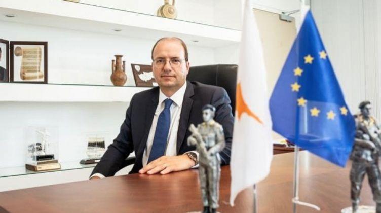 وزير الدفاع القبرصى يؤكد ضرورة قبول تركيا دعوة بلاده لترسيم الحدود البحرية
