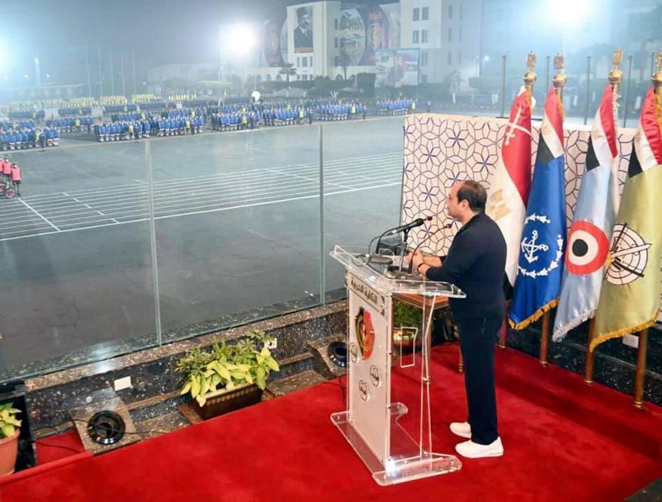 صور | الرئيس السيسي يتفقد الكلية الحربية ويتابع برامج تدريب وتأهيل الطلبة