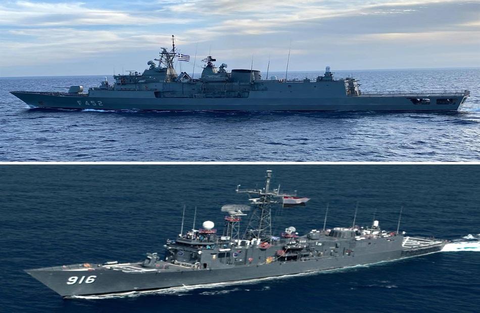 البحرية المصرية واليونانية تنفذان تدريبا بحريا عابرا في نطاق الأسطول الشمالي