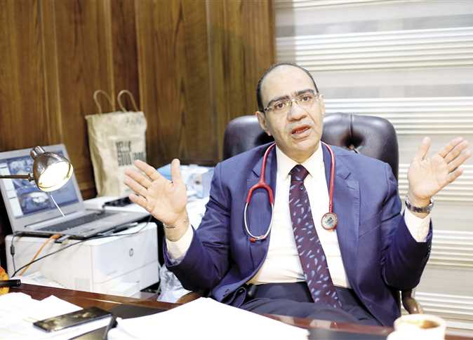 فيديو| الدكتور حسام حسني يعلن موعد انتهاء فيروس كورونا