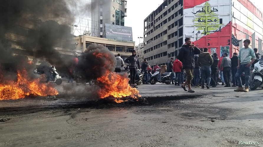الشرطة اللبنانية: تعرضنا لاعتداءات في طرابلس بـ 3 قنابل يدوية حربية و 300 قنبلة مولوتوف
