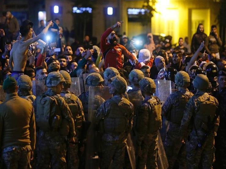 احتدام المواجهات بين المتظاهرين اللبنانيين وقوات مكافحة الشغب في مدينة طرابلس