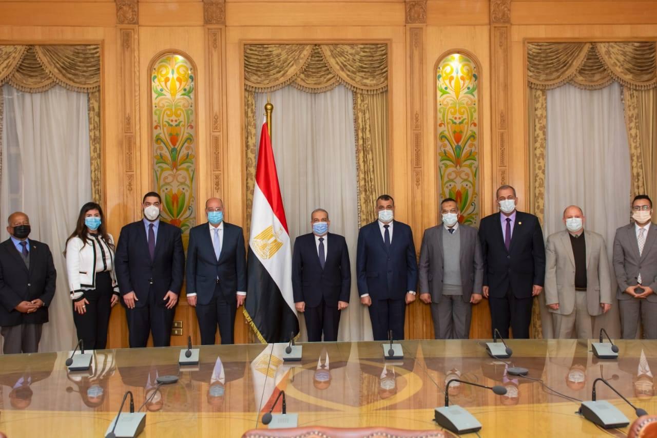 صور | وزير الإنتاج الحربى يشهد توقيع بروتوكول مع شركة خاصة للطلمبات
