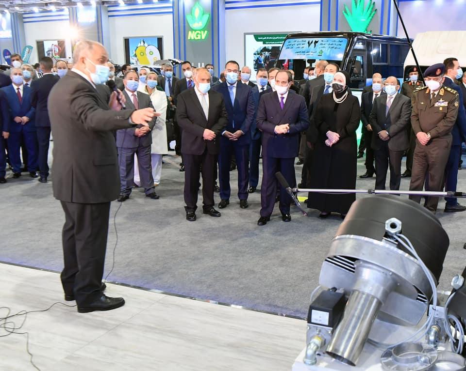 صور | الرئيس السيسي يفتتح معرض تكنولوجيا تحويل وإحلال المركبات للعمل بالطاقة النظيفة