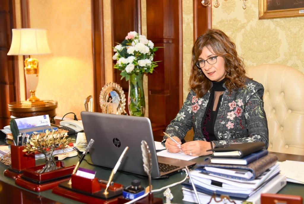 وزيرة الهجرة تعلن آليات المشاركة في مبادرة «مصرية بـ100 راجل»
