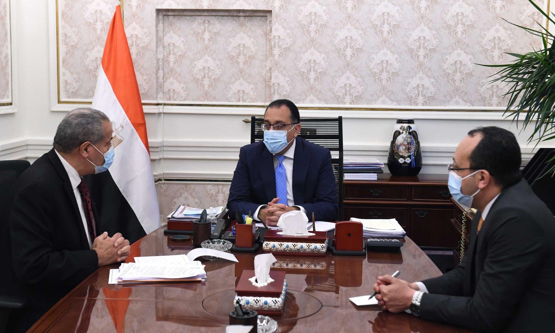 صور | رئيس الوزراء يلتقي وزير التموين للاطمئنان على توافر السلع الإستراتيجية