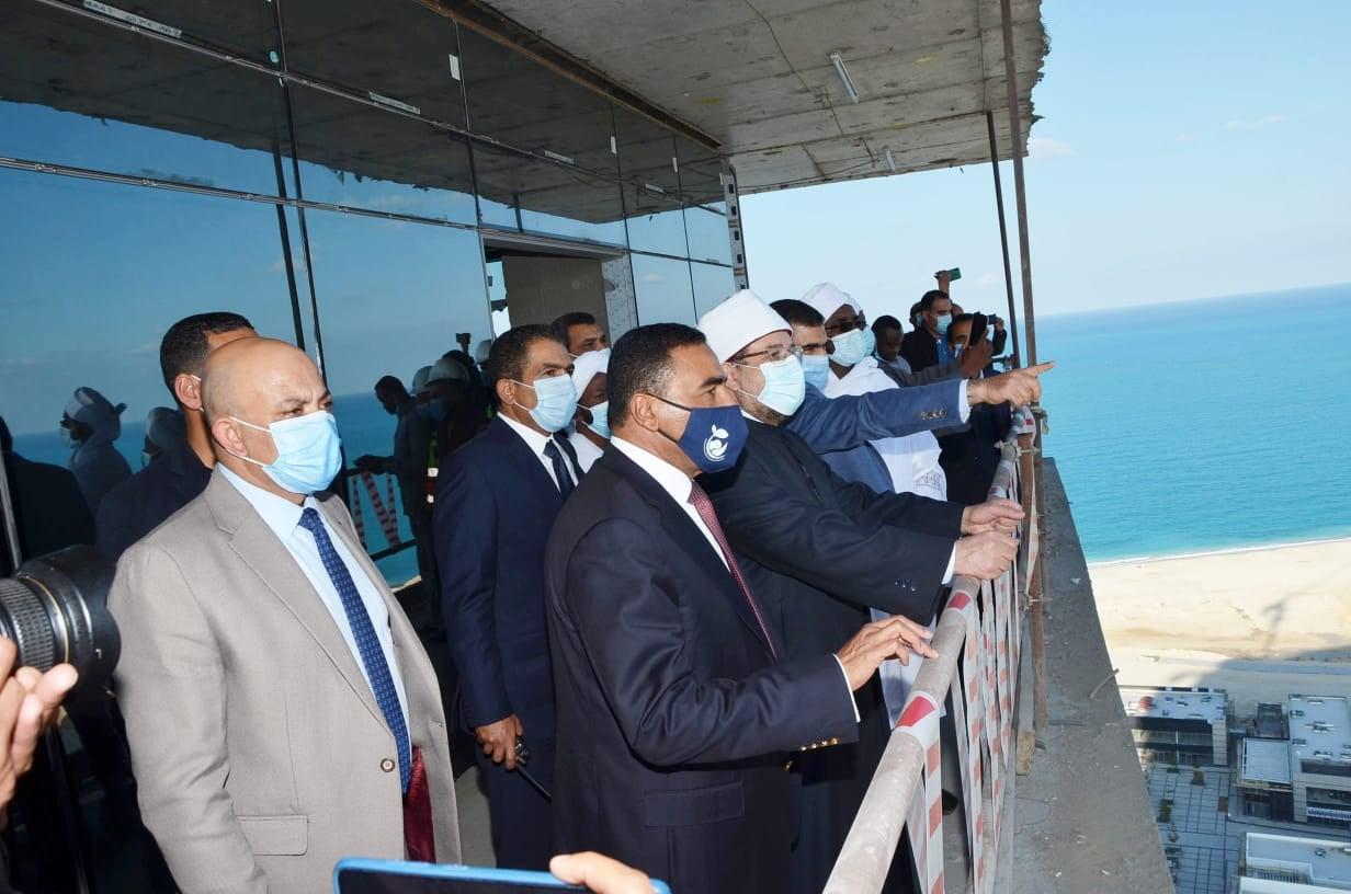 صور | وزير الأوقاف السوداني يشيد بالتناغم الكبير بين أعضاء الحكومة المصرية
