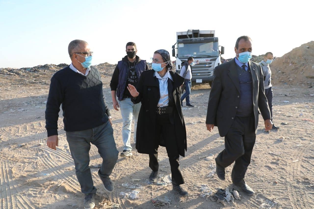 صور | وزيرة البيئة تتفقد مواقع التخلص الآمن من المخلفات بالقاهرة