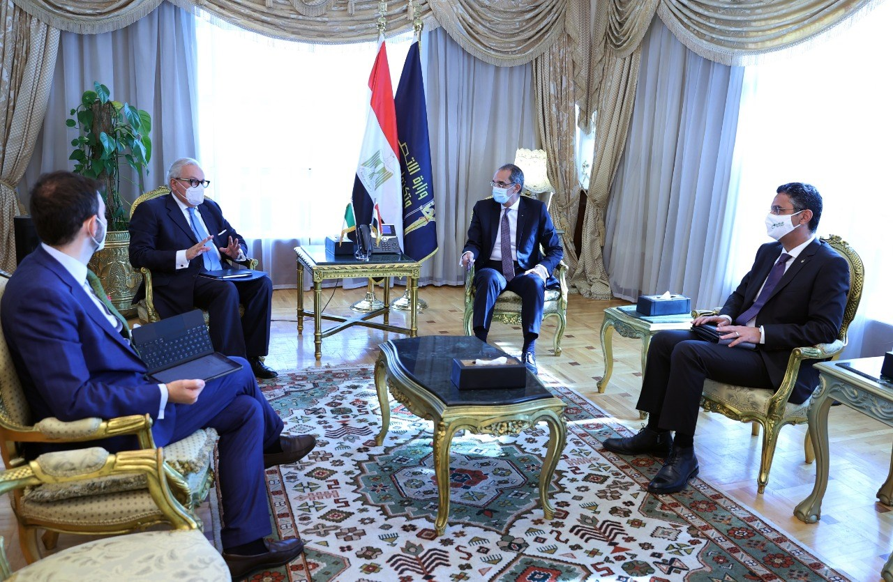 وزير الاتصالات يبحث مع سفير إيطاليا بالقاهرة تعزيز التعاون في مجالات التحول الرقمي والبريد