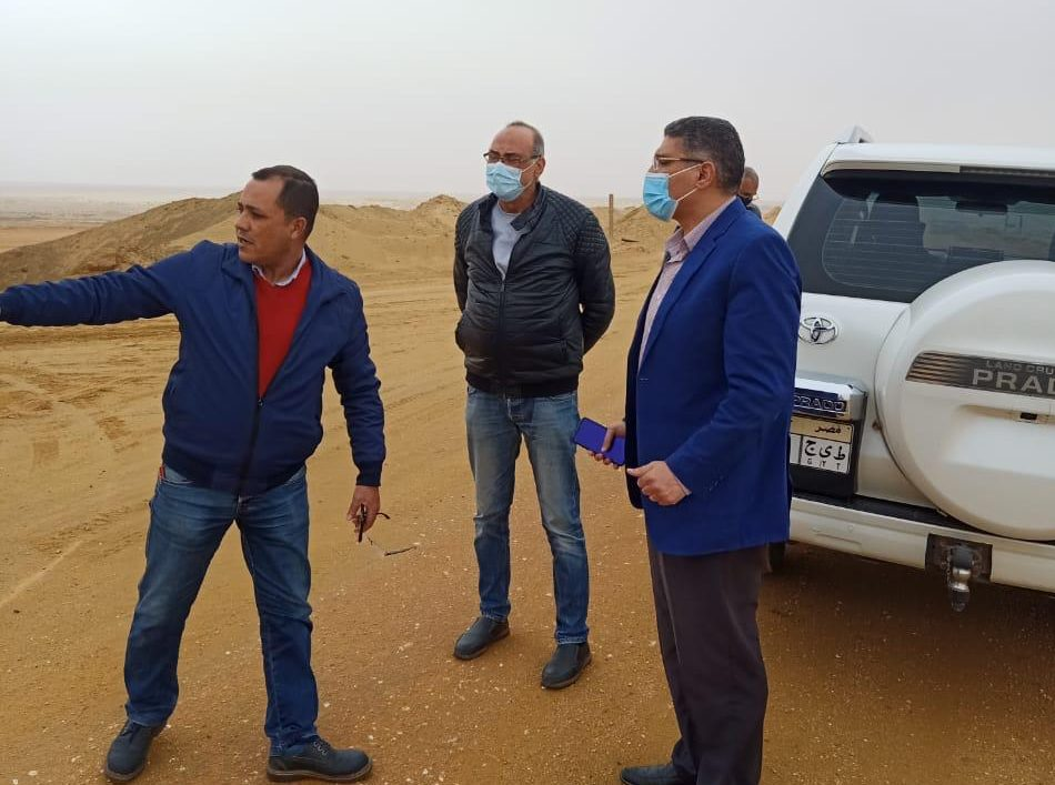 صور | رئيس 6 أكتوبر يتابع تنفيذ خط المياه المغذي للميناء الجاف ورصف الطرق