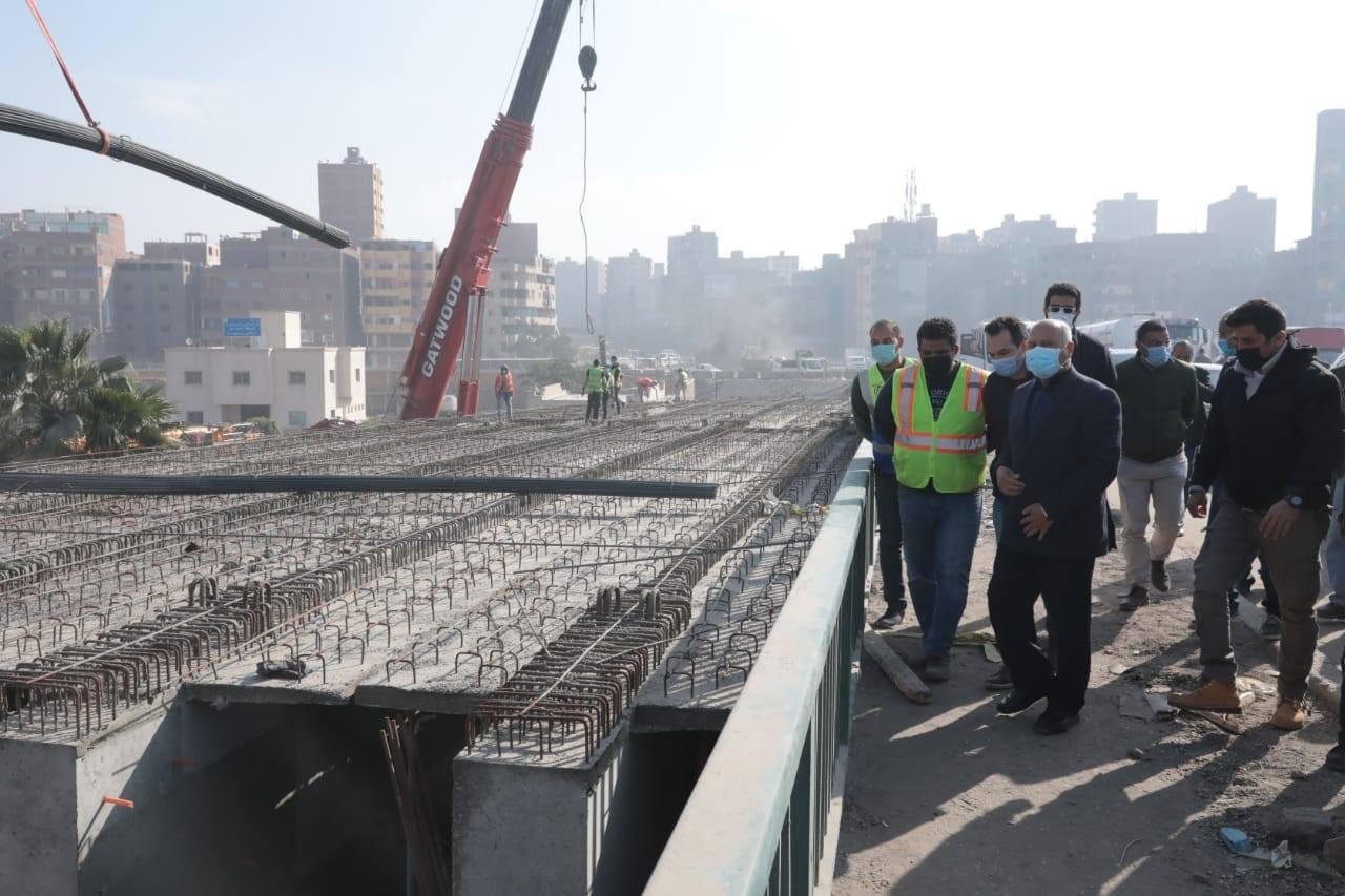 صور   وزير النقل يتابع نقل المرافق المتعارضة مع تطوير الطريق الدائري