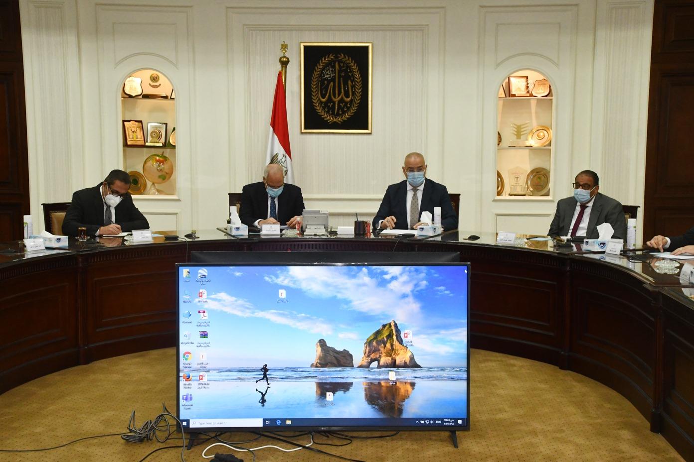 صور | وزير الإسكان ومحافظ الجيزة يتابعان الموقف التنفيذي لمشروع تطوير عشش شارع السودان