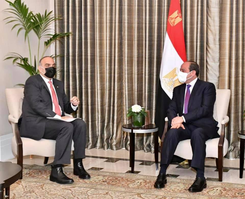 صور | الرئيس السيسي يستقبل رئيس وزراء الأردن ويشيد بالعلاقات الأخوية بين البلدين