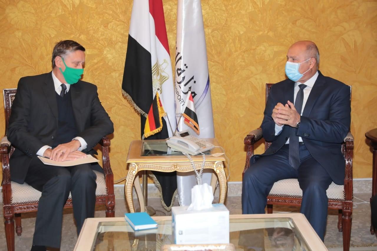 صور | وزير النقل يستقبل السفير الالماني بالقاهرة لبحث سبل تدعيم التعاون بين الجانبين