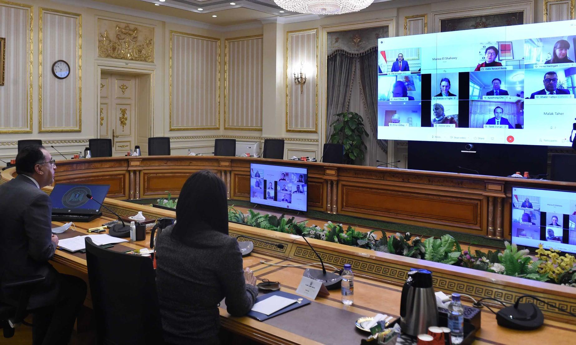 صور | رئيس الوزراء يعقد اجتماعاً عبر الفيديو كونفرانس مع رئيسة البنك الأوروبى لإعادة الإعمار والتنمية
