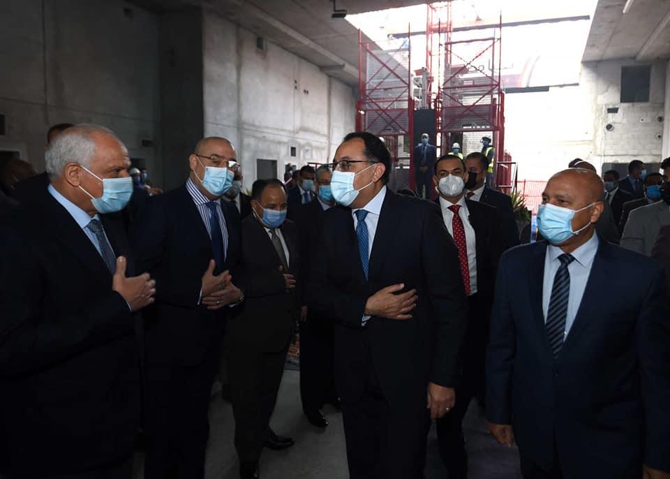 صور | رئيس الوزراء يشهد وصول ماكينة الحفر العميق لمحطة «الكيت كات»