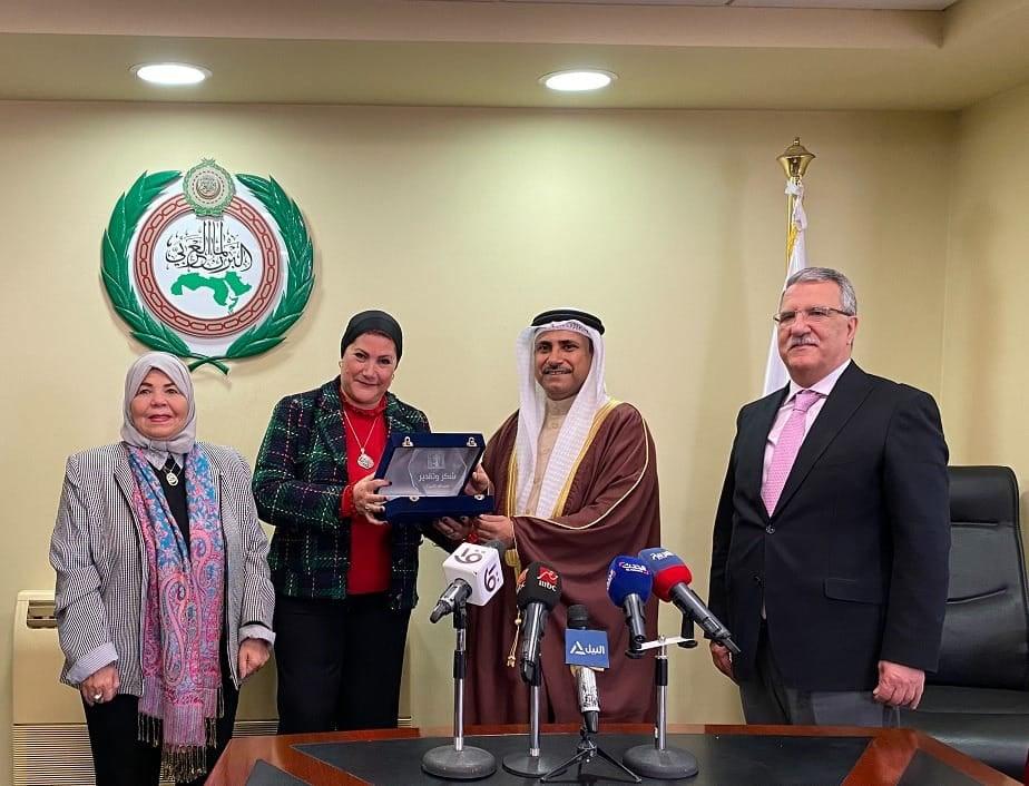 صور | رئيس البرلمان العربي يستقبل الأمين العام للمجلس القومي للأمومة والطفولة