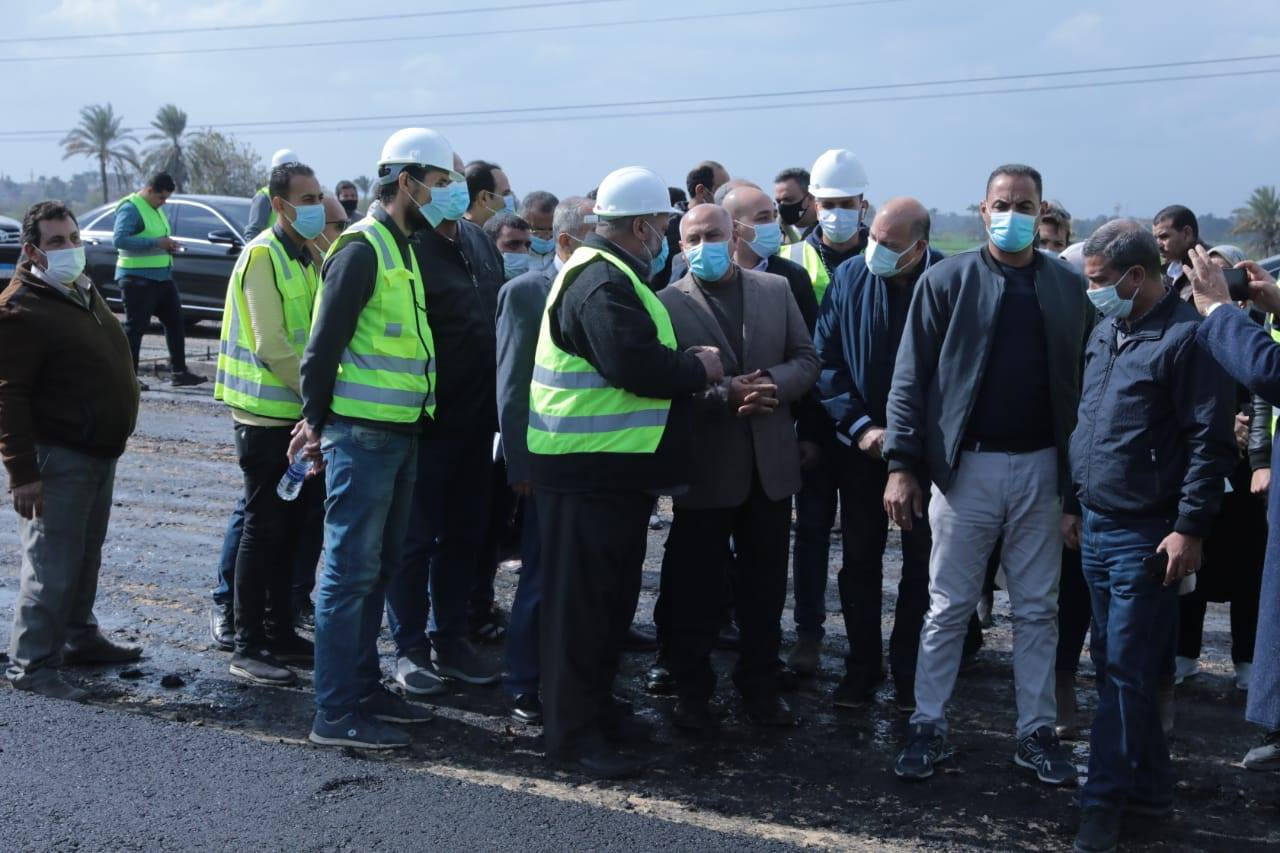 صور | وزير النقل يتابع معدلات تنفيذ مشروعات تطوير الطرق والكباري والسكة الحديد