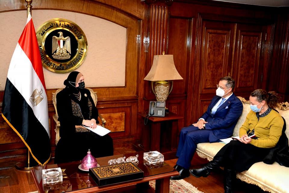 صور | وزيرة الصناعة تبحث مع سفير سويسرا في مصر سبل تعزيز التعاون الاقتصادي المشترك