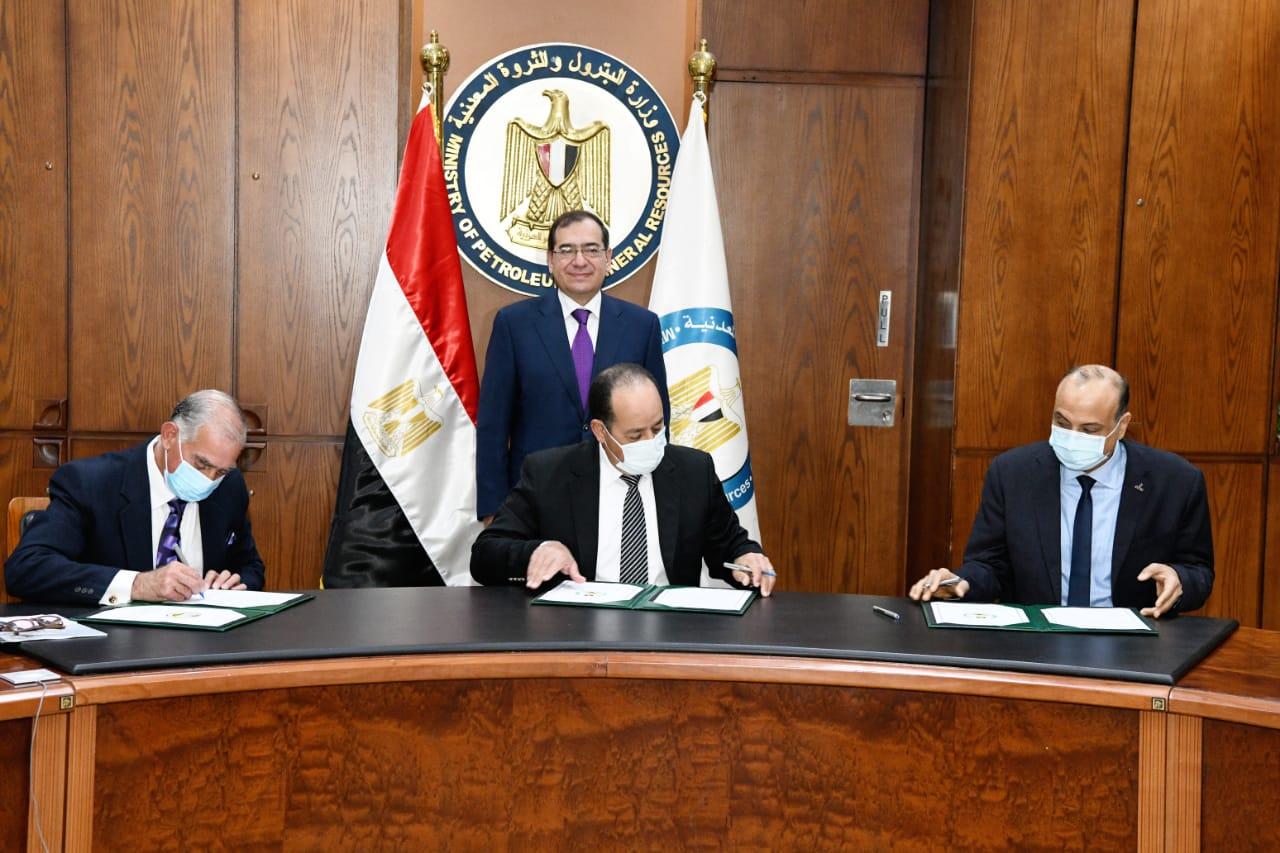 وزير البترول يشهد توقيع عقود إنشاء محطات تموين غاز جديدة