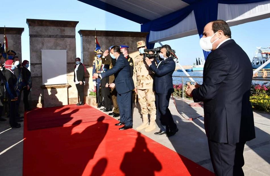 الرئيس السيسي يتفقد مشروع الفيروز للاستزارع السمكي ببورسعيد