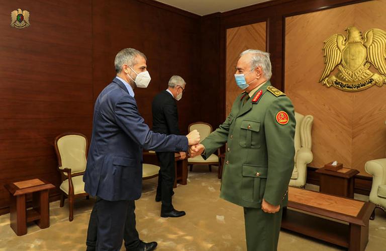 حفتر ورئيس الاستخبارات الإيطالية يبحثان مكافحة الإرهاب
