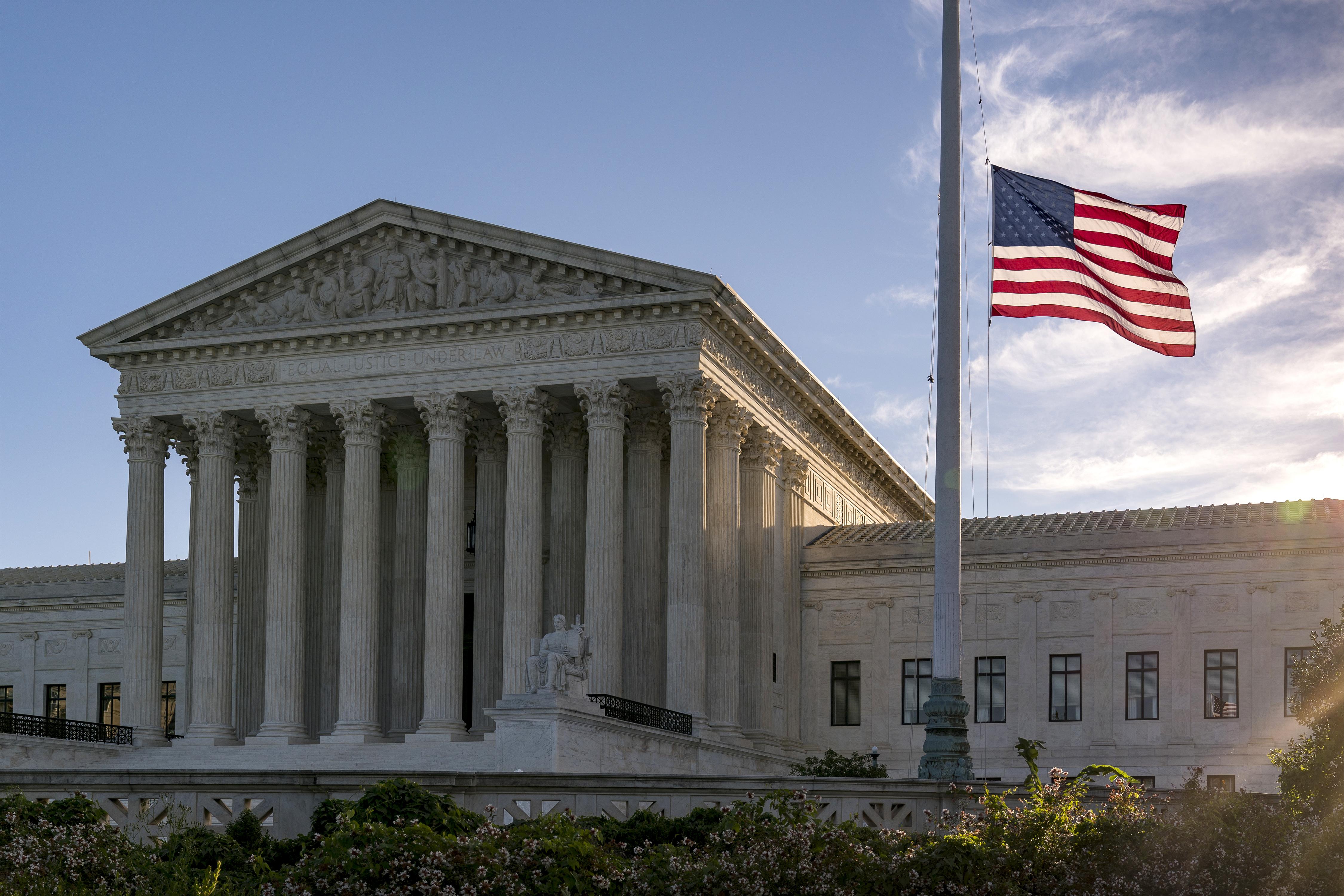 إخلاء المحكمة الأمريكية العليا بسبب تهديد بوجود قنبلة