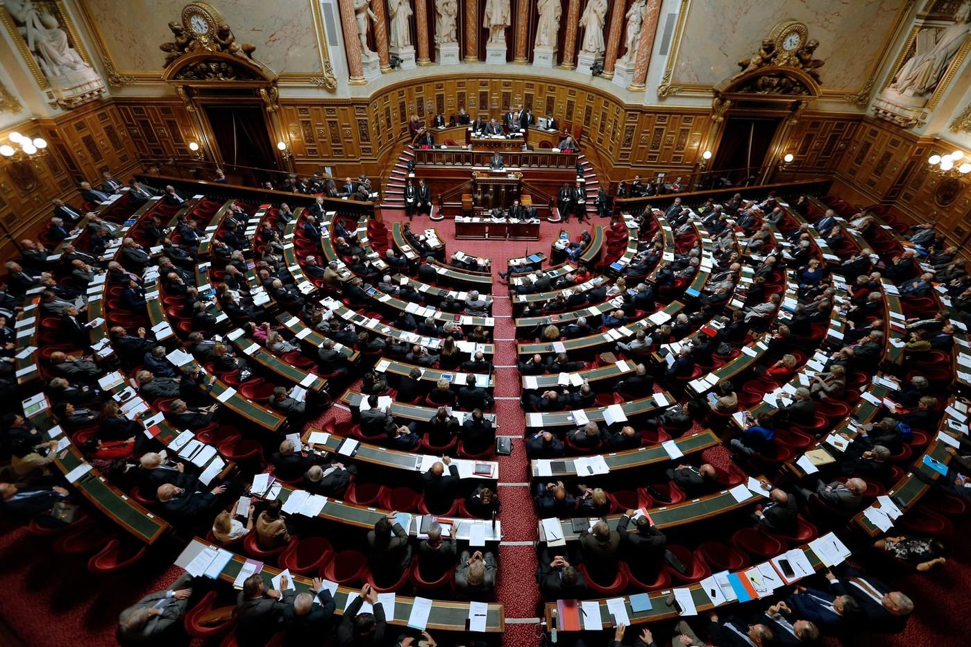 البرلمان الفرنسى يوافق على تمديد الطوارئ الصحية بالبلاد حتى يونيو