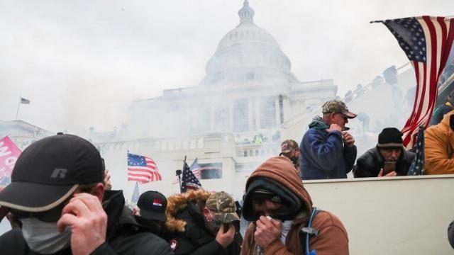 الأمن الأمريكي يواصل تعقب واستجواب المتورطين فى اقتحام الكونجرس