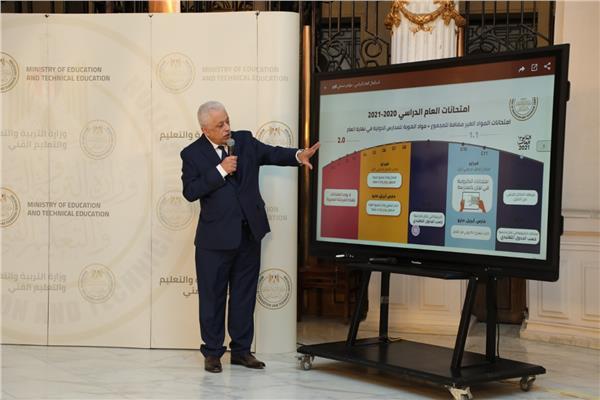 وزير التعليم يطرح البديل للحضور المدرسي والامتحانات