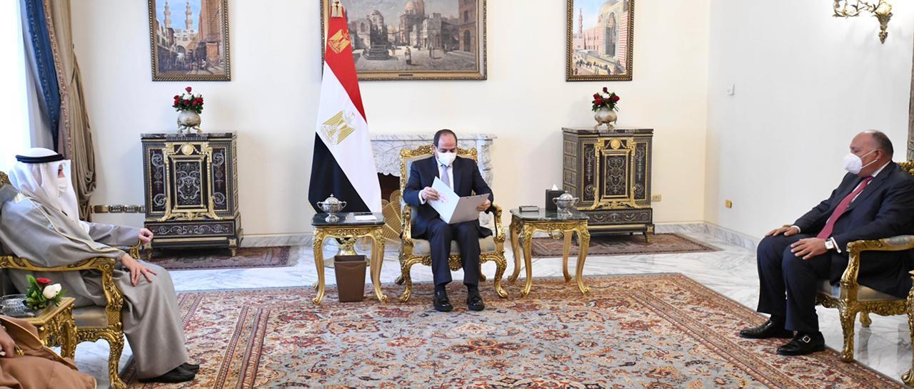 صور| الرئيس السيسي يتسلم رسالة خاصة من أمير الكويت
