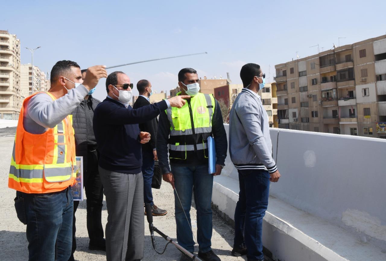 الرئيس السيسي يقوم بجولة تفقدية لمتابعة تطوير الطرق والمحاور بشرق القاهرة