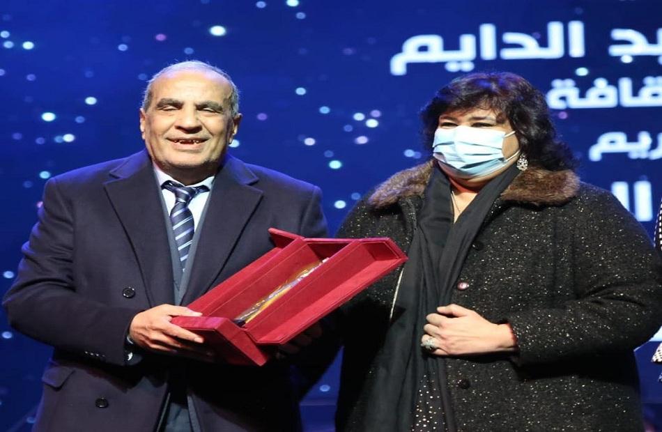 إيناس عبد الدايم تكرم الموسيقار فاروق الشرنوبي.. وتؤكد: قيمة فنية ورمزا للأصالة