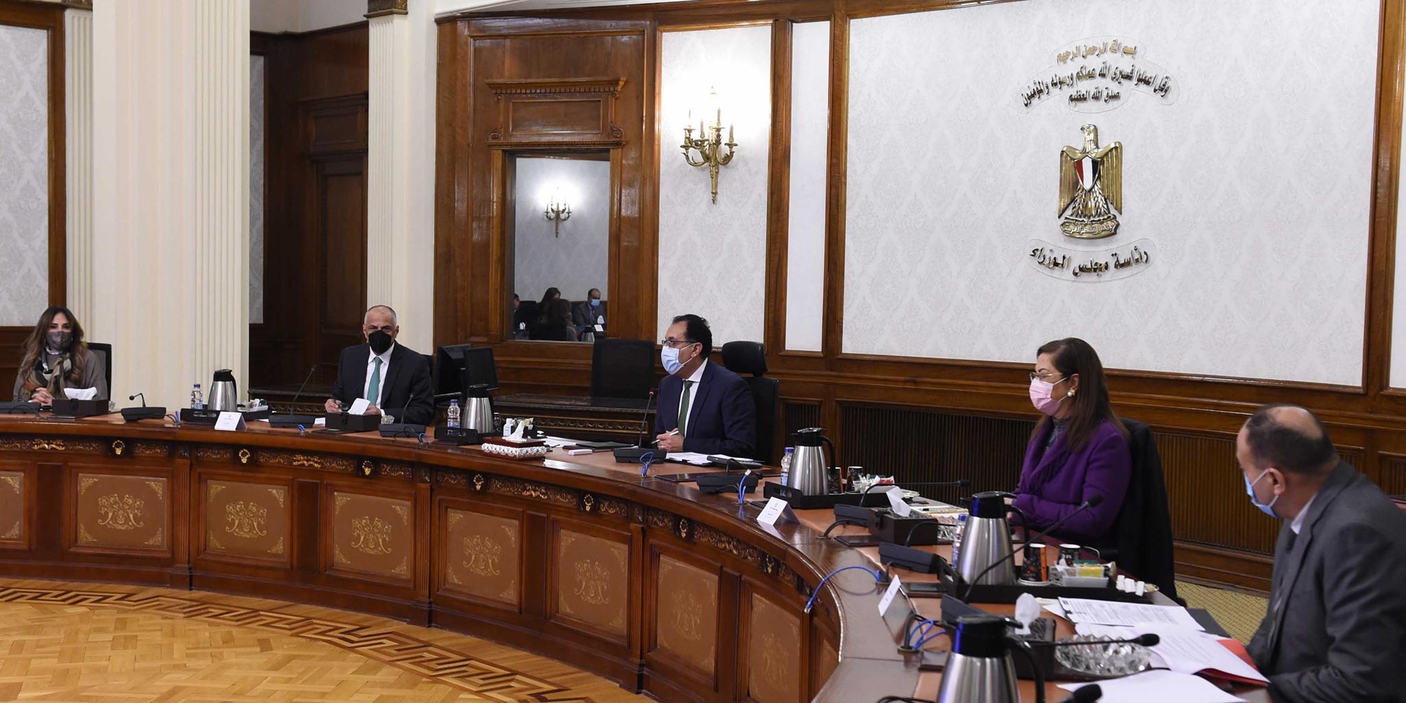 رئيس الوزراء يستعرض استراتيجية البنك المركزي للأمن السيبراني وخدمات الدفع والتحصيل الإلكتروني