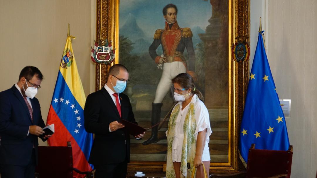 فنزويلا تطرد سفيرة الاتحاد الأوروبي لديها وتمهلها 72 ساعة للمغادرة