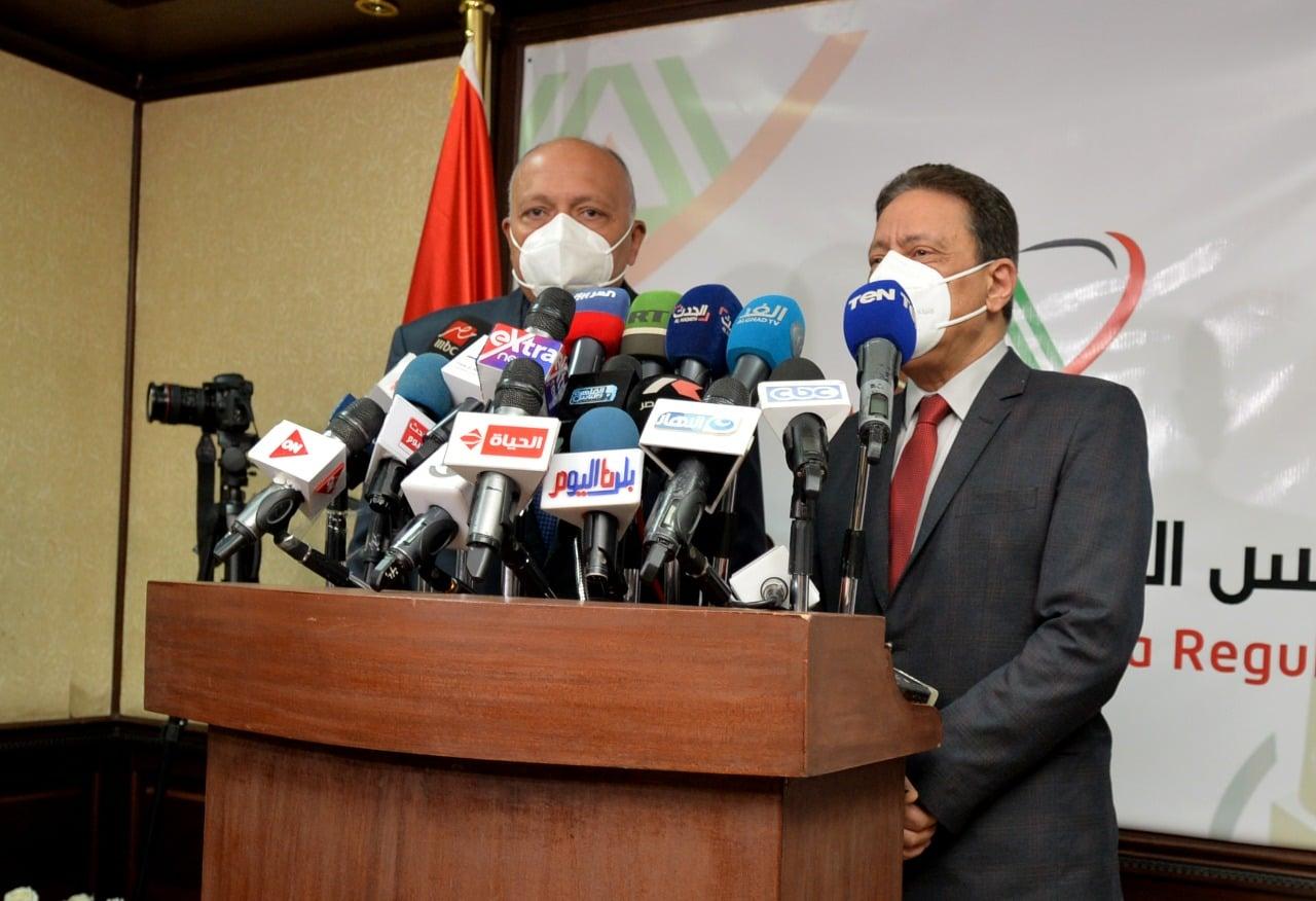 """وزير الخارجية يلتقي رؤساء تحرير صحف وكُتاب رأي وإعلاميين بمقر """"الأعلى للإعلام"""""""