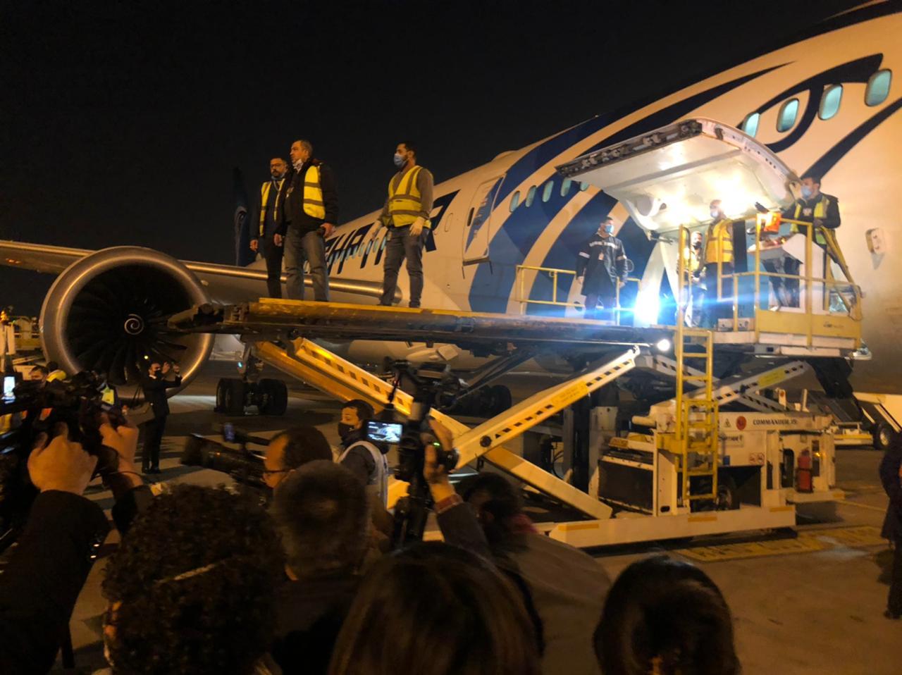 وصول شحنة جديدة من اللقاح الصيني «سينوفارم» الى مطار القاهرة الدولي
