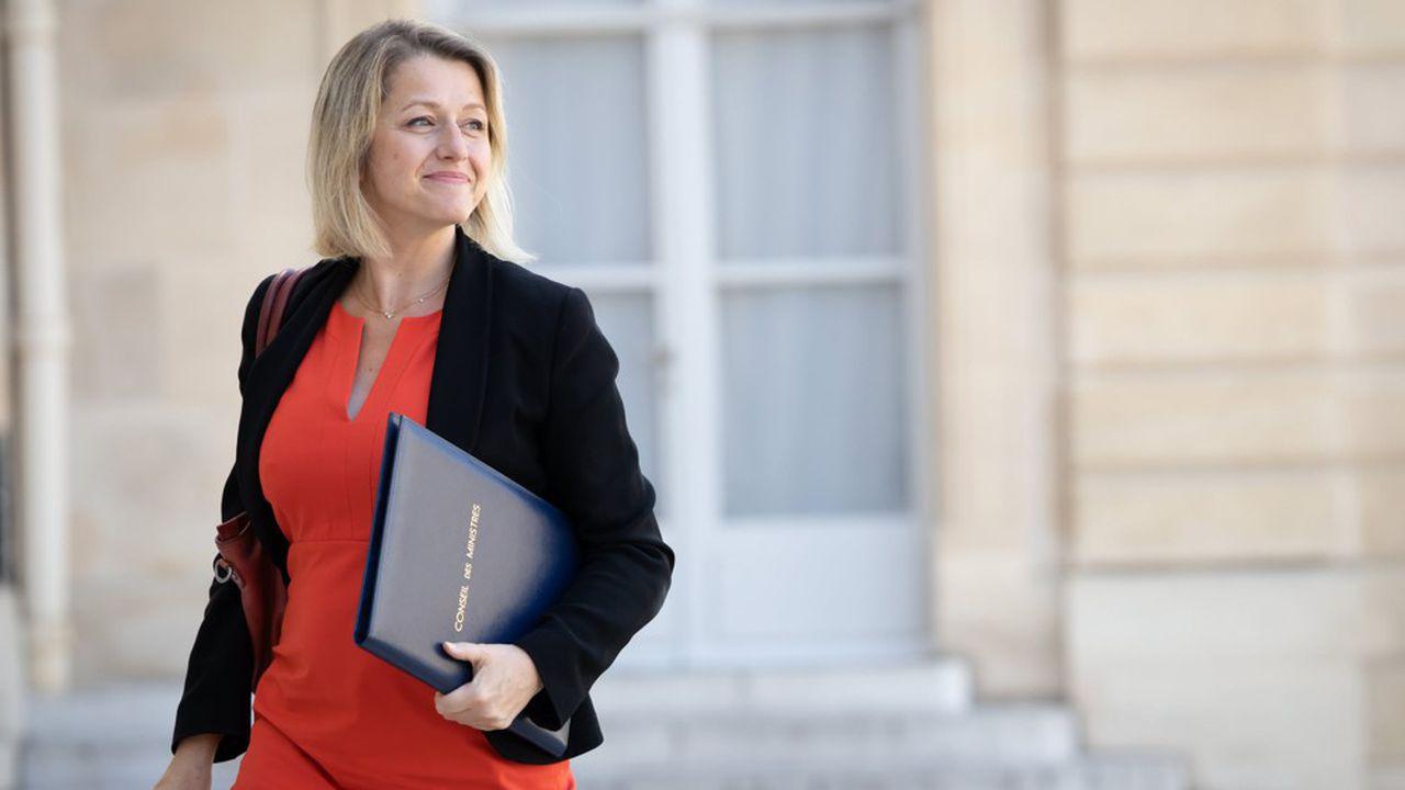 """وزيرة البيئة الفرنسية تعلن تخلى الحكومة عن مشروع توسيع مطار """"شارل ديجول"""""""