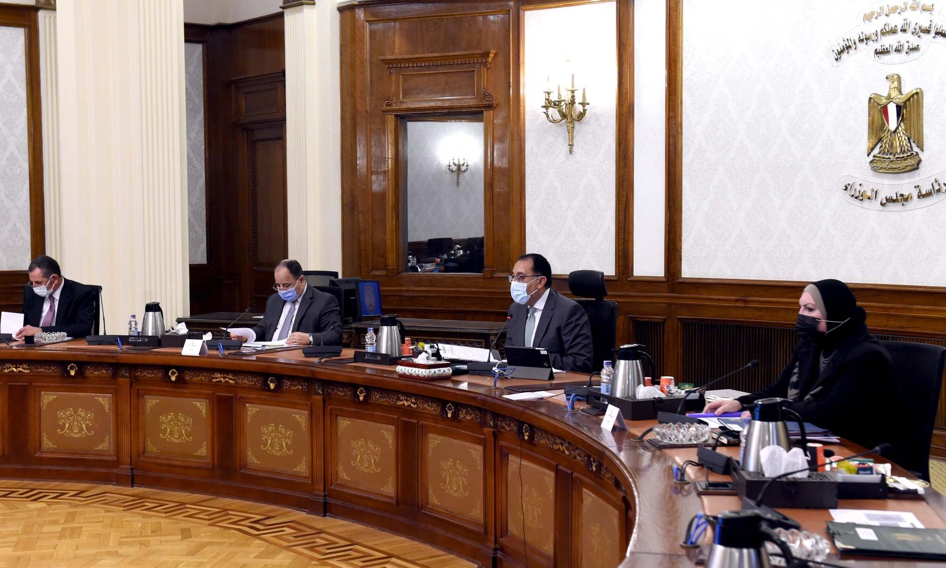 رئيس الوزراء يتابع إجراءات تفعيل المبادرة الرئاسية لإحلال المركبات المتقادمة للعمل بالغاز