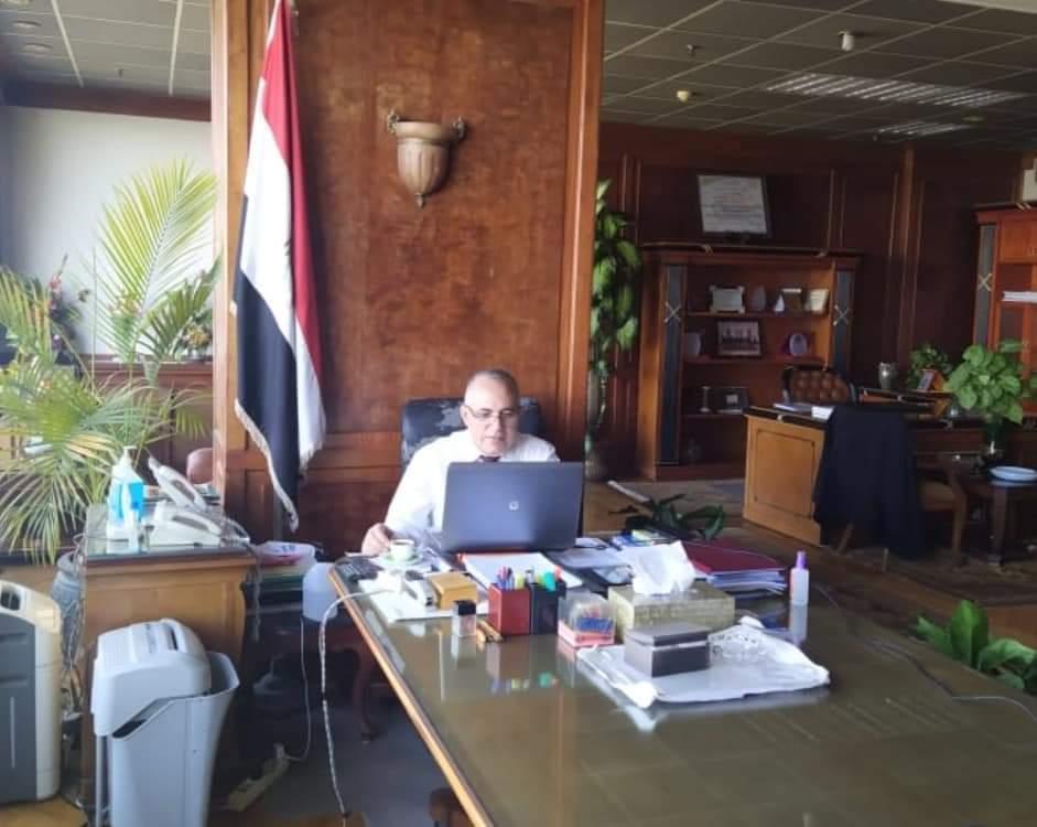 وزير الري يبحث مع قيادات الوزارة معدلات تنفيذ المشروعات بالمحافظات