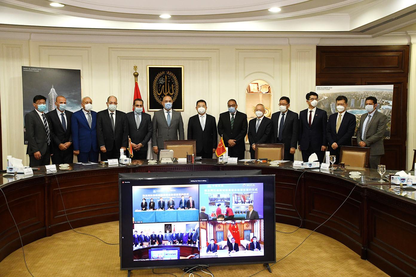 صور | وزير الإسكان وسفير الصين يشهدان توقيع عقد تنفيذ 5أبراج بالعلمين الجديدة