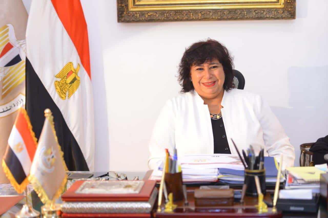 صور| وزيرة الثقافة تتابع استراتيجية عمل دار الاوبرا المصرية