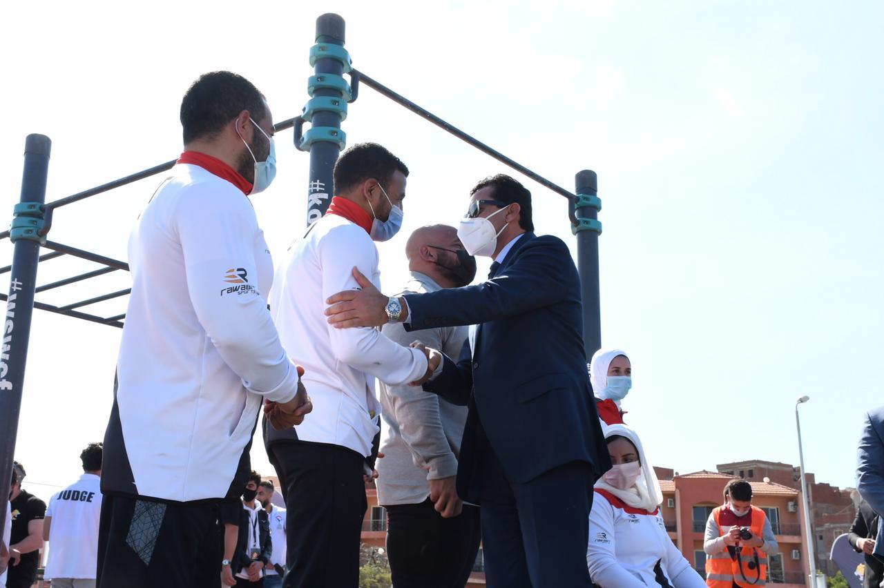 صور | وزير الرياضة يفتتح بطولة الإسكندرية للياقة البدنية وستريت وورك أوت