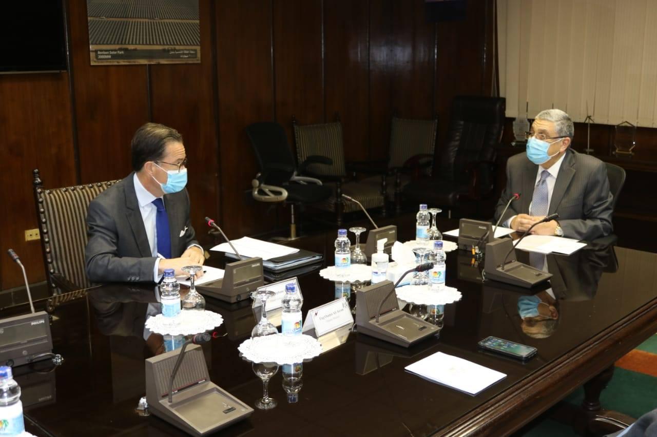 صور | وزير الكهرباء يستقبل سفير فرنسا بالقاهرة لبحث تعزيز التعاون
